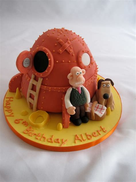 Wallace & Gromit Cake   Wallace & Gromit Rocket cake