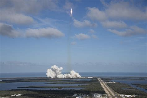SpaceX's Falcon Heavy launch brings it closer to sending