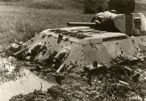 Asisbiz Soviet T 34 tank abandoned after becoming bogged