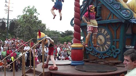 Once Upon A Dream Parade - Alice in Wonderland and