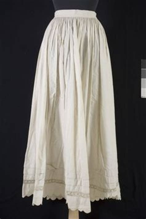 Recreating History: HSF #19 - An 1840's petticoat