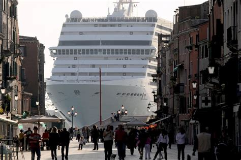 Tourist Ships Rattle Venice Windowpanes and Nerves - The