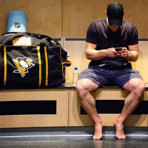 He has big thigh muscles😮💪 📸 @dkpghsports #sidneycrosby #